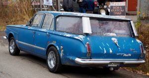 Sininen 1964 Plymouth Valiant V200 station wagon