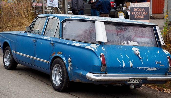 Sininen 1964 Plymouth Valiant V200 station wagon