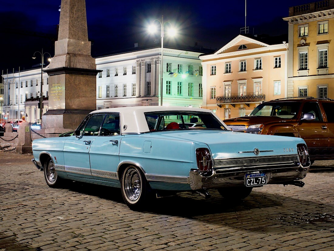 1967 Ford LTD museoauto Kauppatorilla