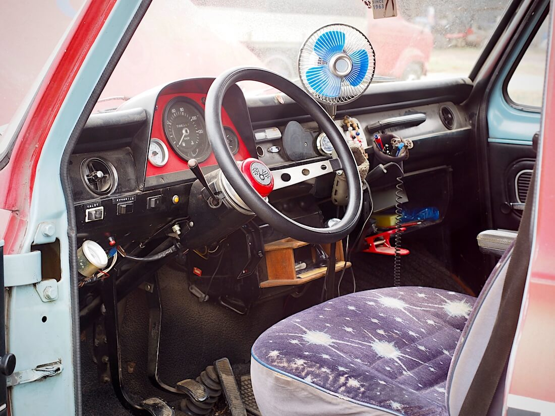 1975 Ford Transitin ohjaamo
