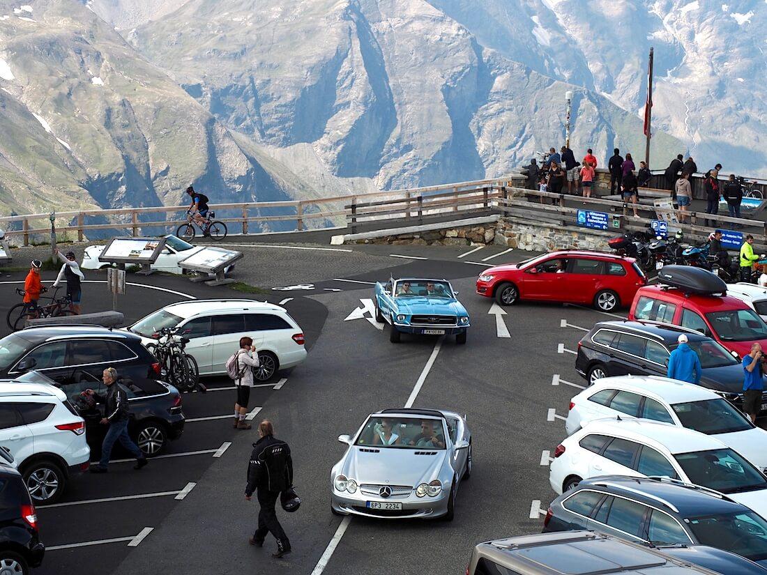 Parkkipaikka Grossglockner vuoren huipulla