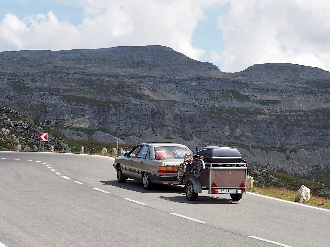 C3 Audi 100CD kipuaa Grossglockner vuorelle