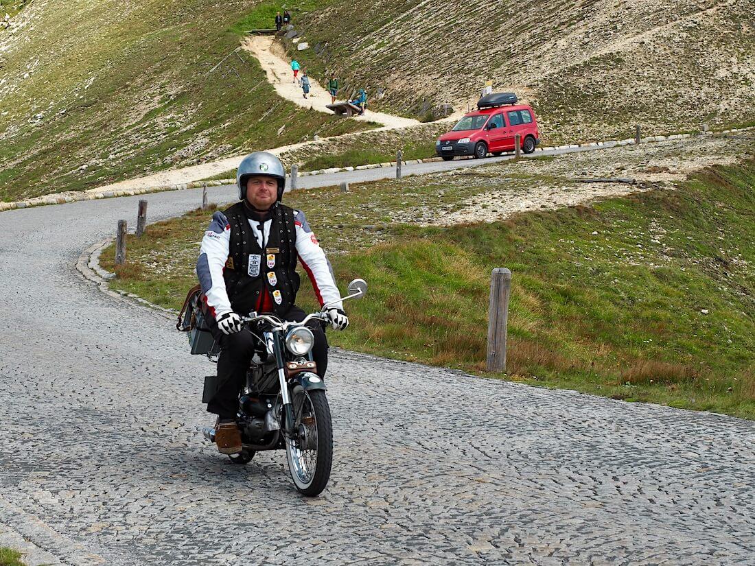 Vanha moottoripyörä Grossglockner vuorella