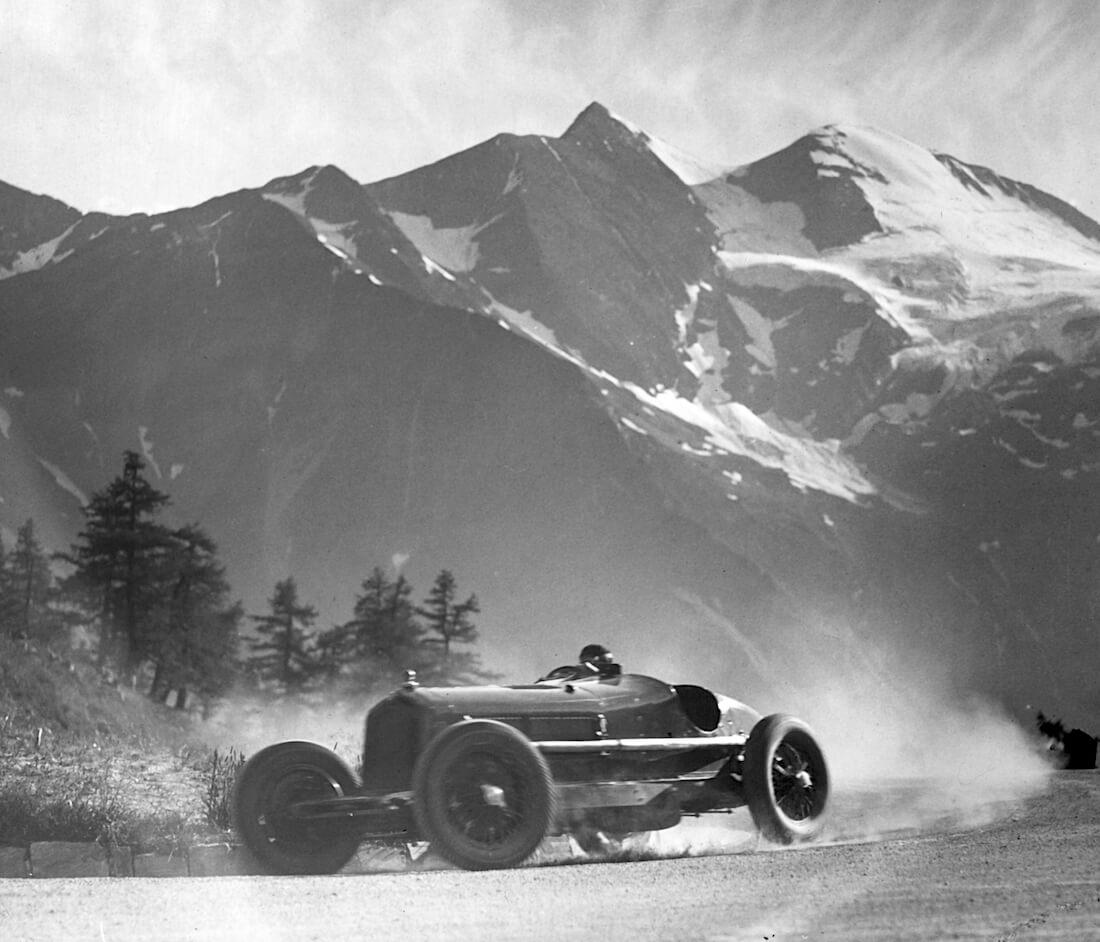 Kilpa-auto Grossglockner vuorella vuonna 1935