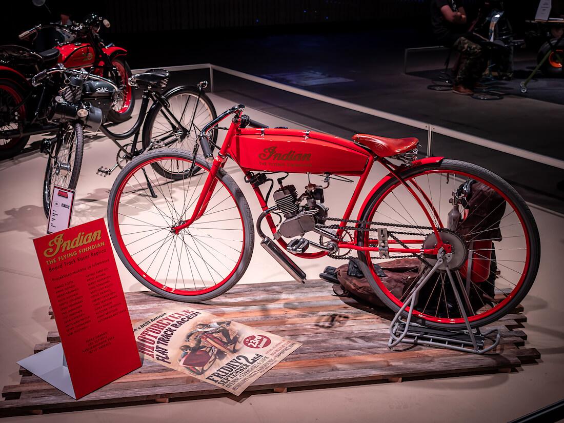 Indian moottoripyörä näyttelyssä
