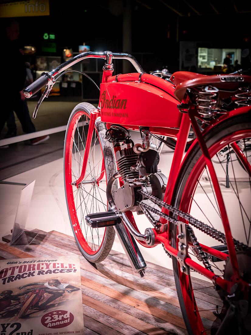Indian moottoripyörä mp20-näyttelyssä