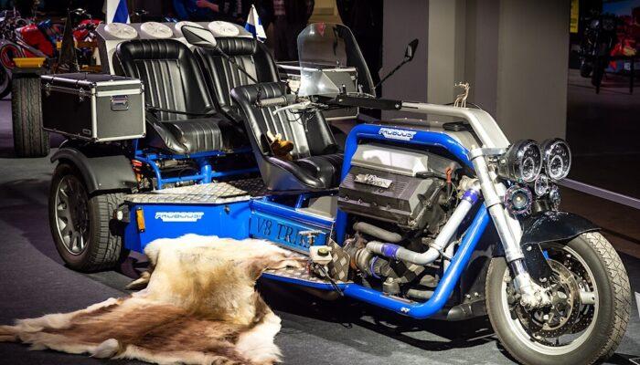 Esko Juntusen tuplaturbo V8-Trike MP20-messuilla.