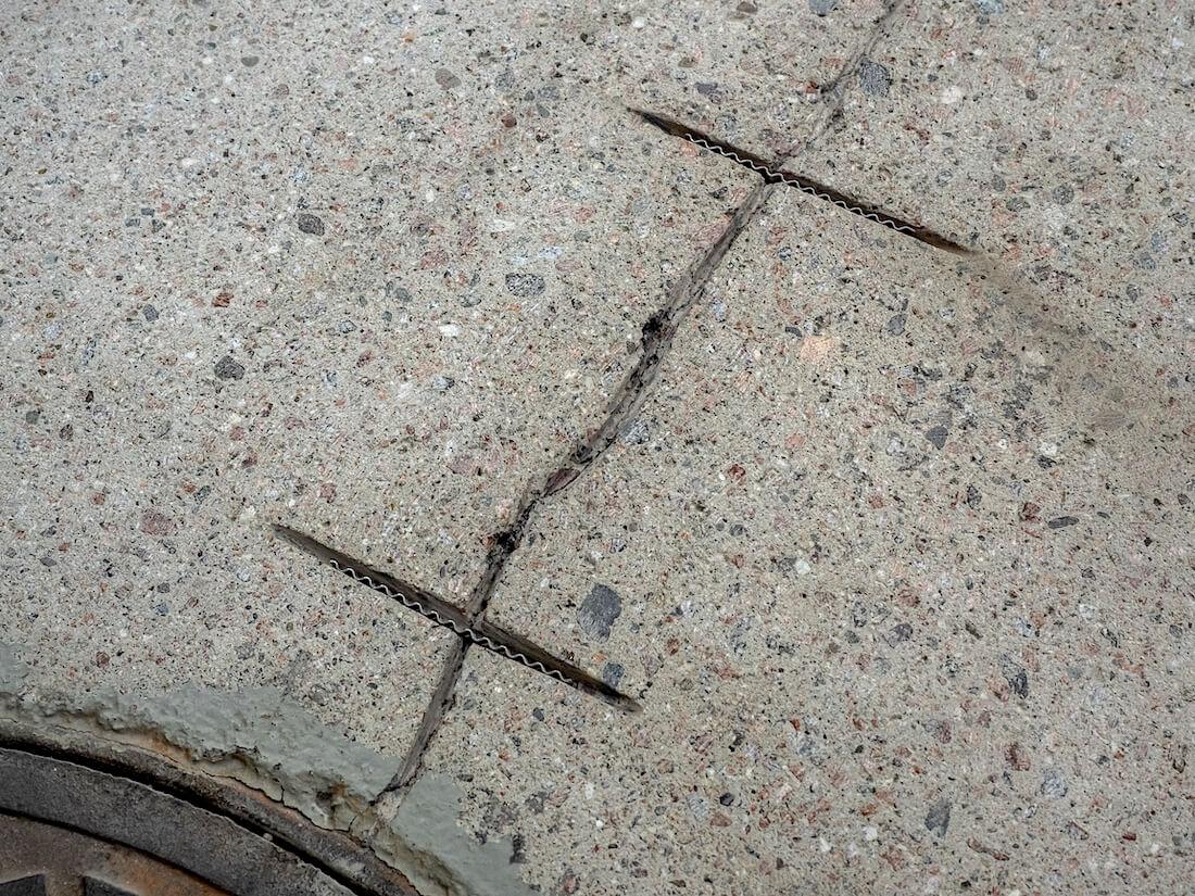 Betonilattian halkeamien korjaus liitoshakasilla