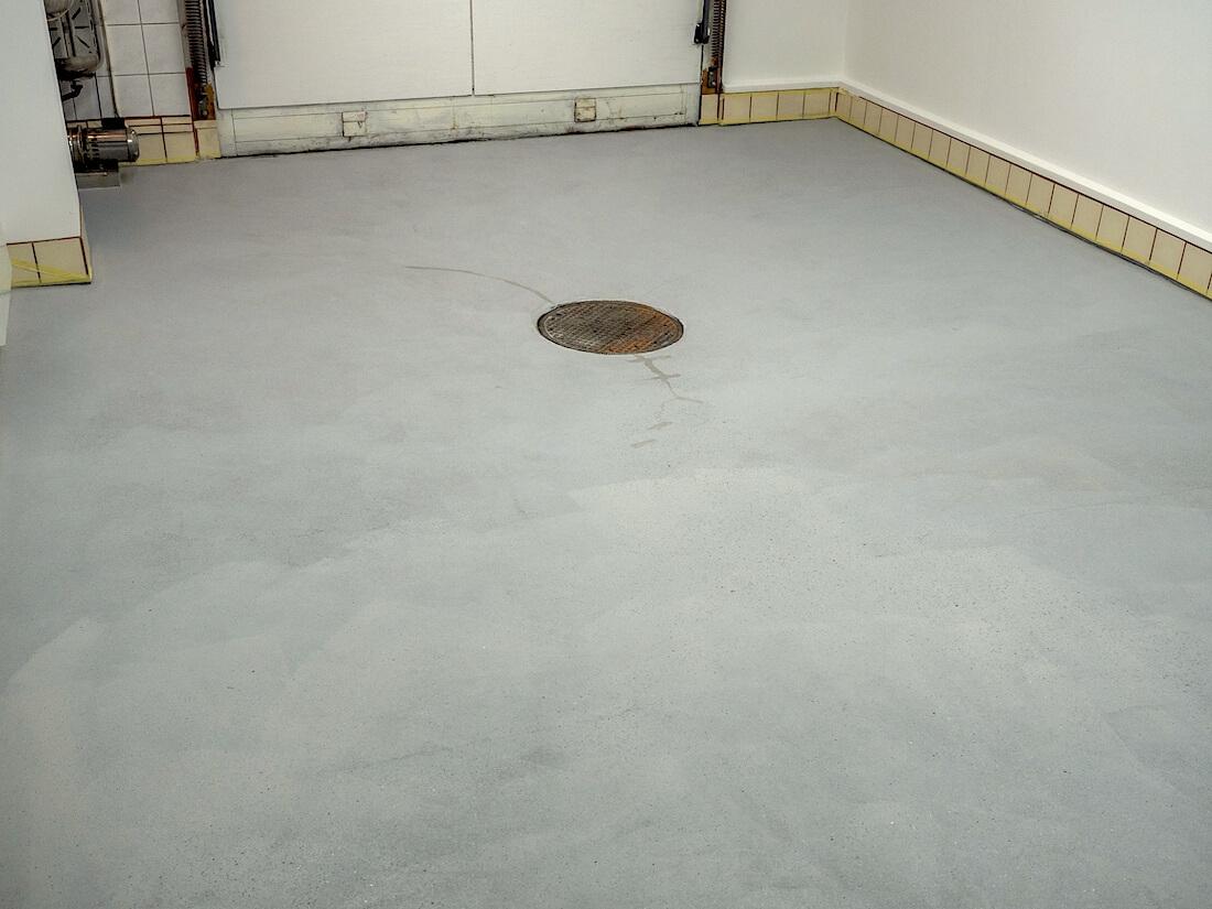 Hiottu betonilattia maalausvalmiina