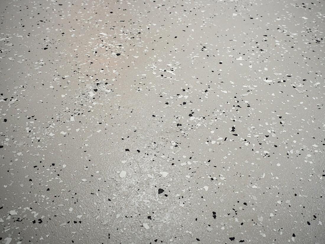 Epoksimaalattu ja -lakattu betonilattia