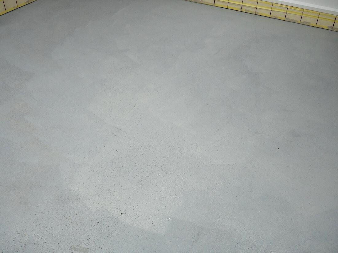 Epoksimaalilla maalatun betonilattian pintaa
