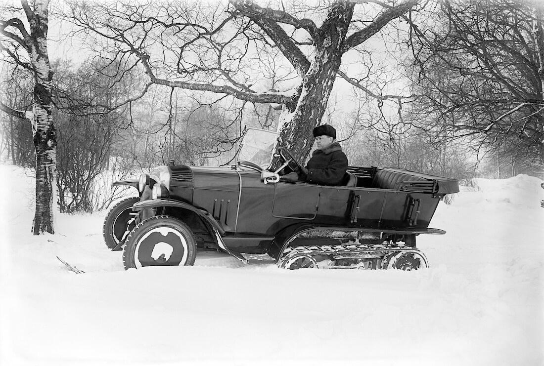 Citroënin Lumiauto koajossa Helsingissä marraskuussa 1924.