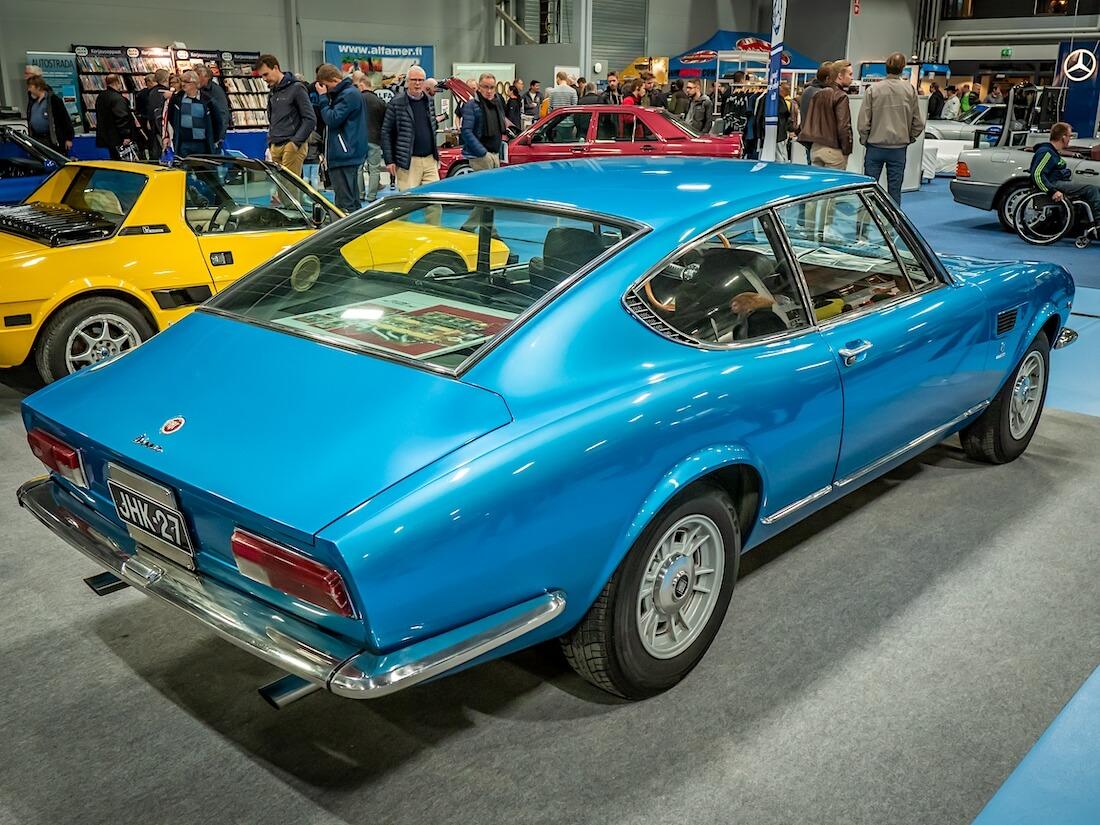 Sininen 1967 Fiat Dino takaa
