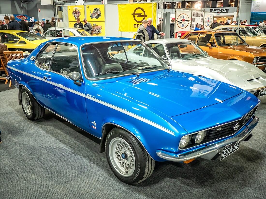 Sininen 1971 Opel Manta A edestä