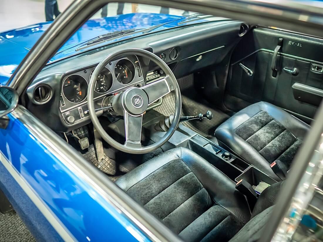 1971 Opel Manta A musta vinyylisisusta