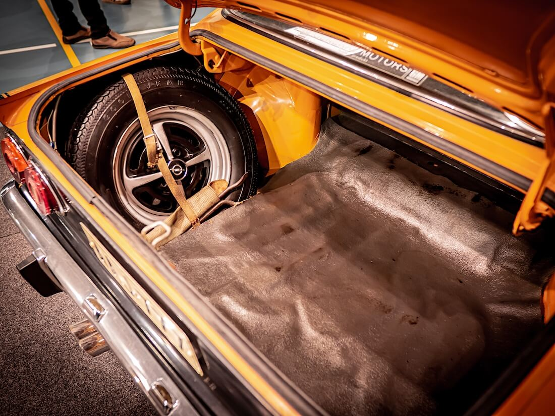 1972 Opel Manta A SR tavaratila