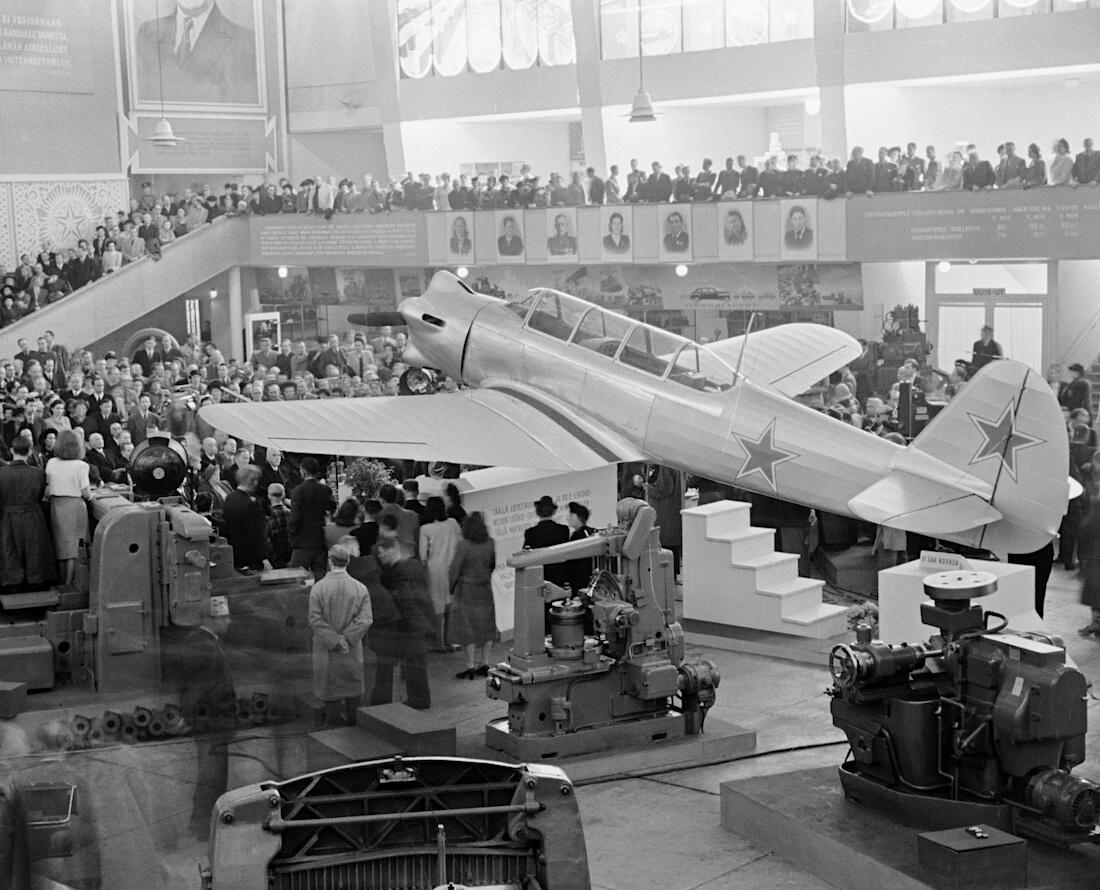 1947 Jakovlev Jak-11 lentokone Töölön messuhallissa