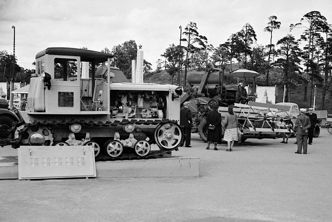 1947 SKHTZ-NATI telaketjutraktori