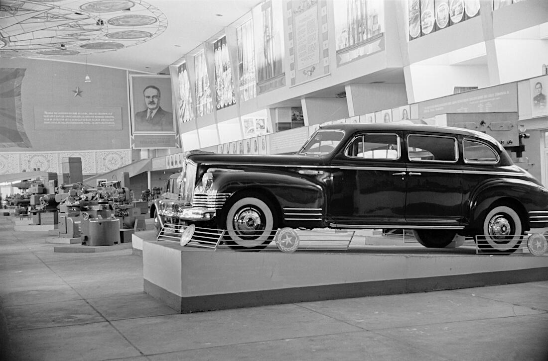 ZIS-110 Limousine Helsingin Messuhallissa vuonna 1948