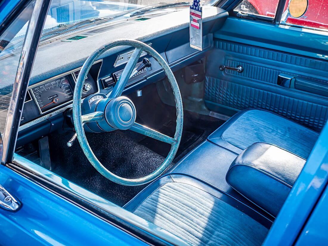 1969 Plymouth Valiant 100 sininen sisusta