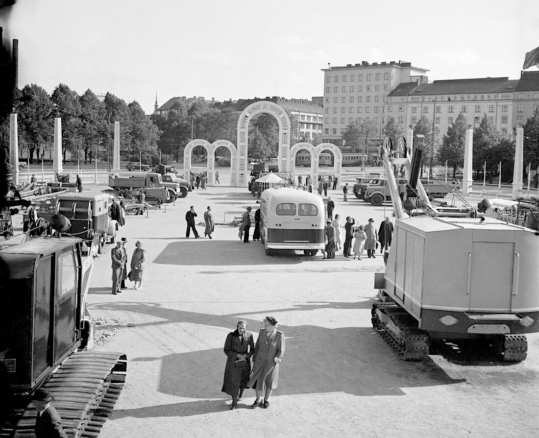 Neuvostoliittolaisia koneita Mäntymäen kentällä Helsingissä