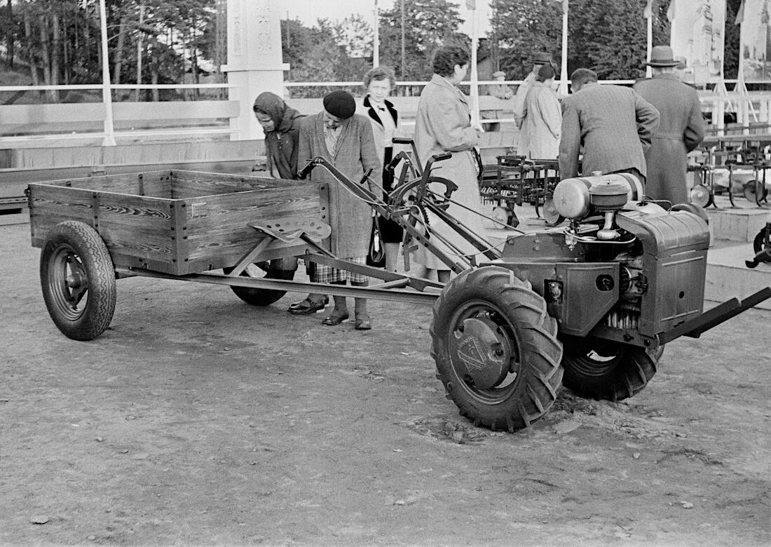 Neuvotoliittolainen etuvetoinen kevyt-traktori