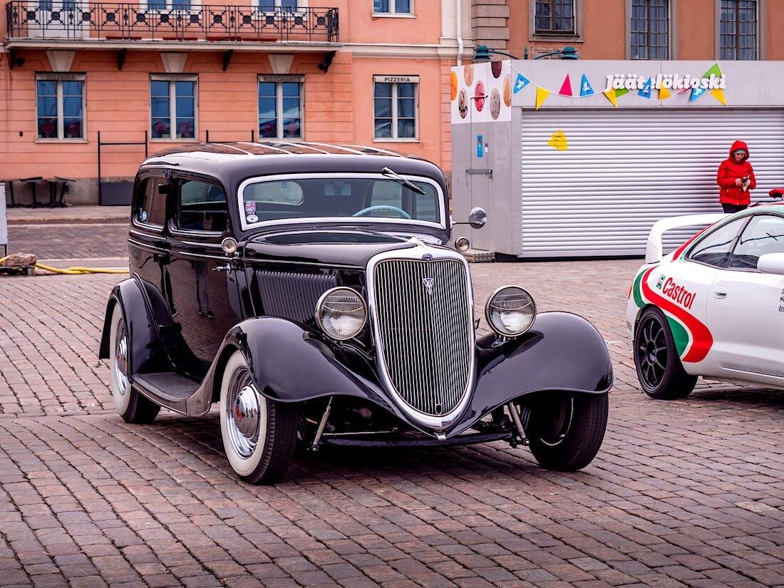 1934 Ford Model 40 tudor Helsingin Kauppatorilla