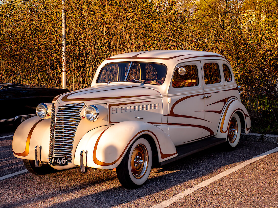 1938 Chevrolet Master Deluxe custom maalauksella