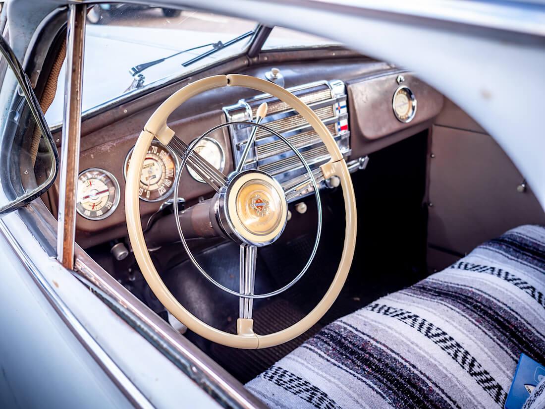 1947 Buick Special Sedanette sisusta ja kojelauta
