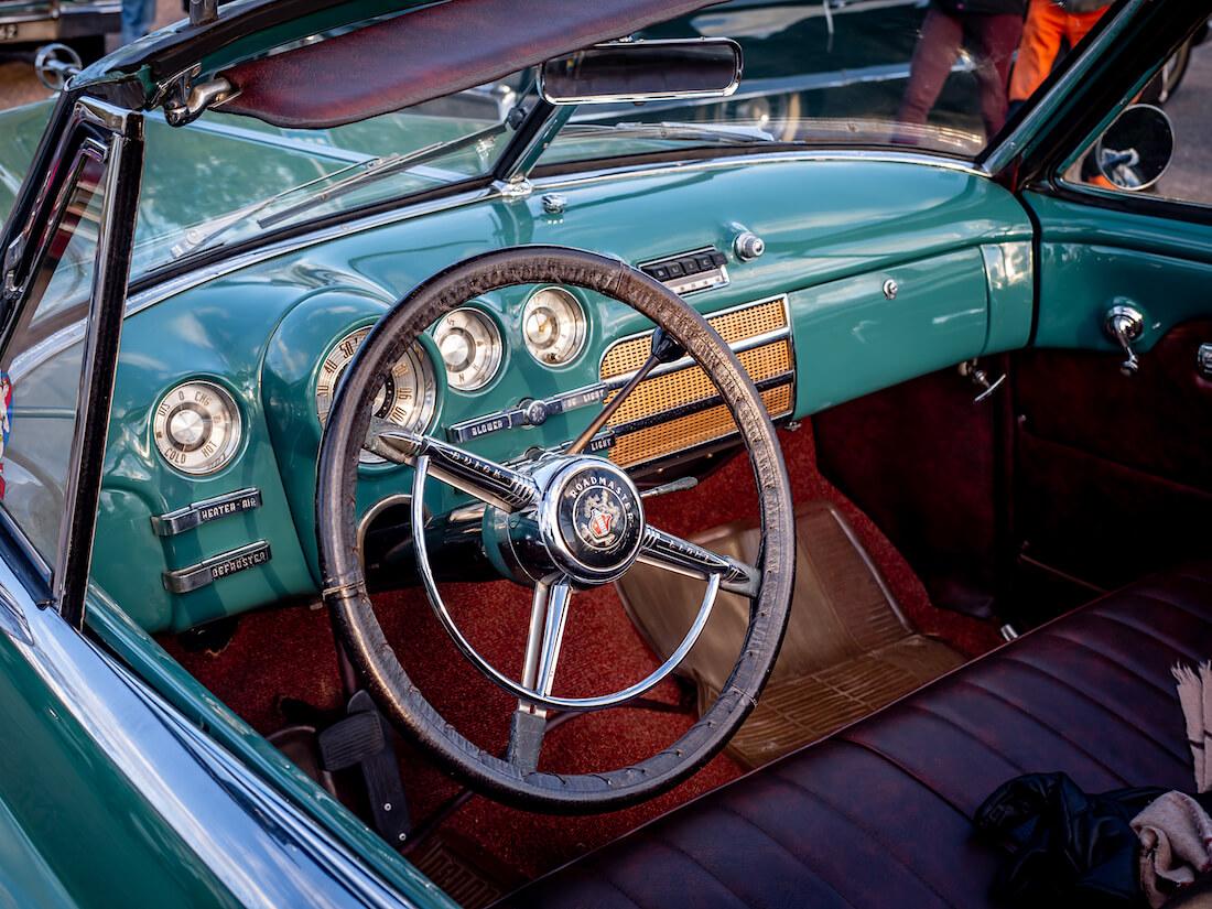 1949 Buick Super avoauton sisusta