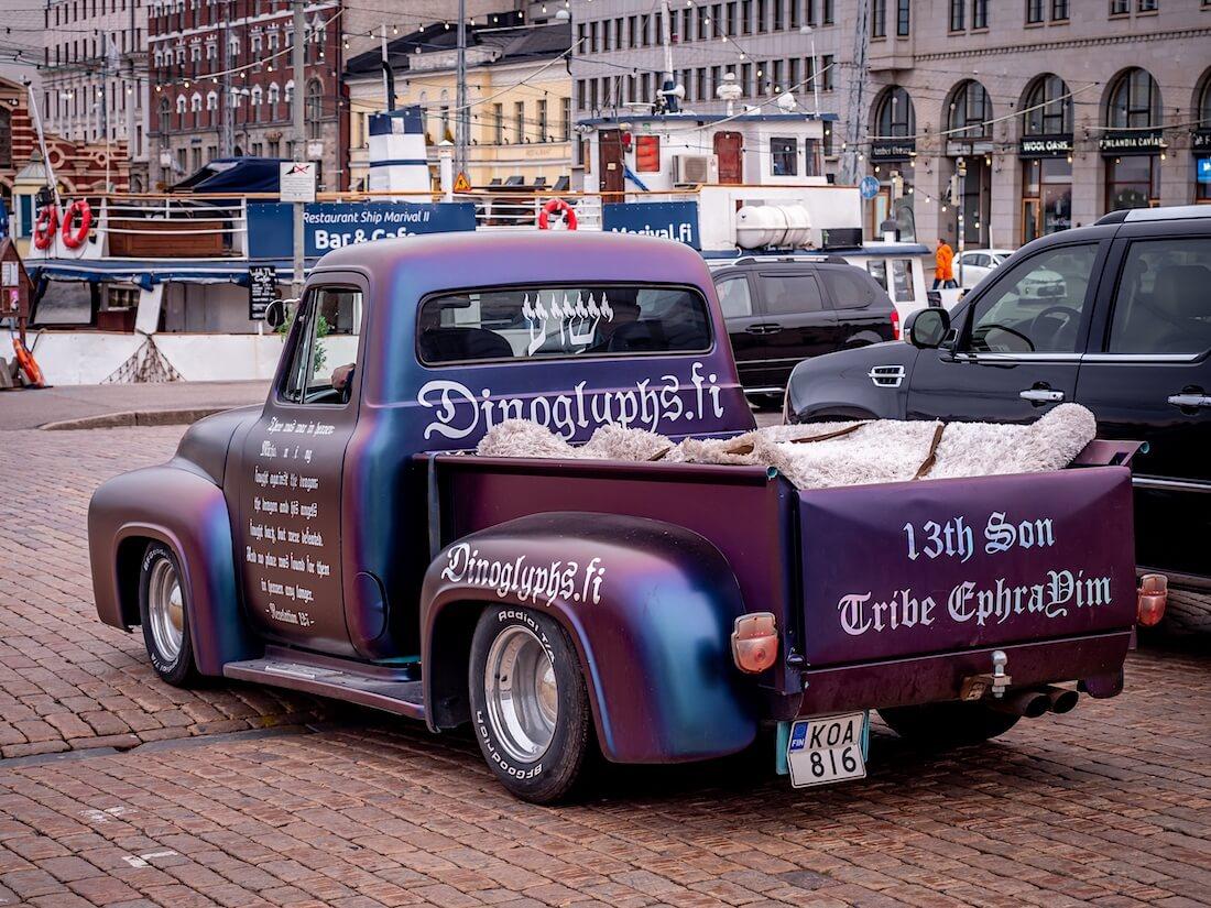 1955 Ford F-100 pickup Helsingin Kauppatorilla