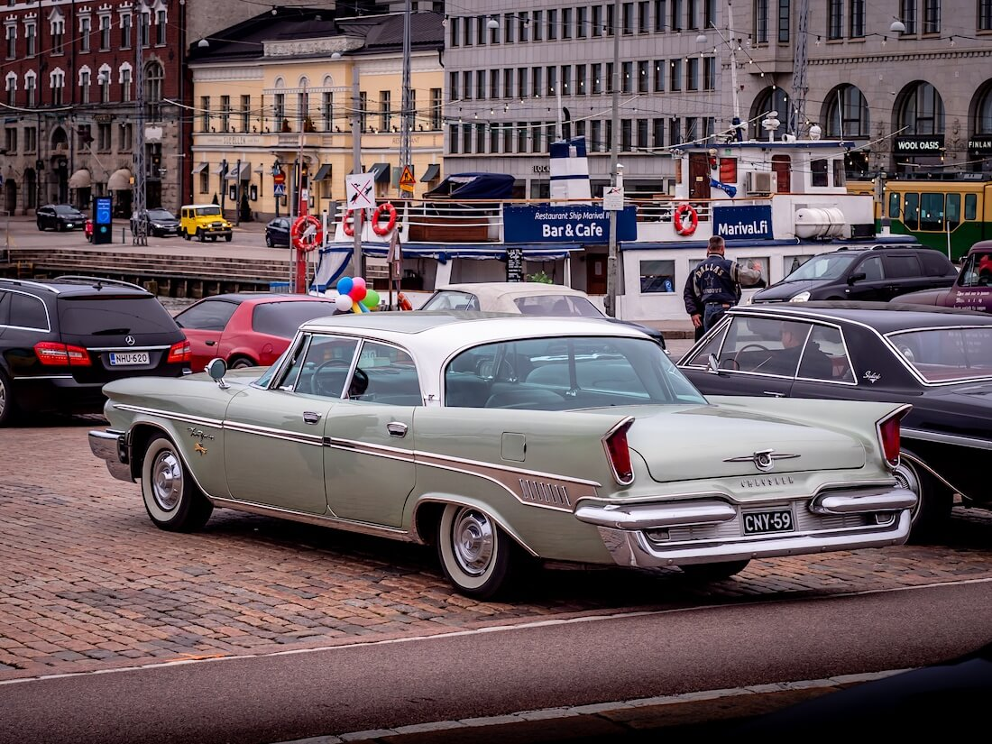 1959 Chrysler New Yorker takaa