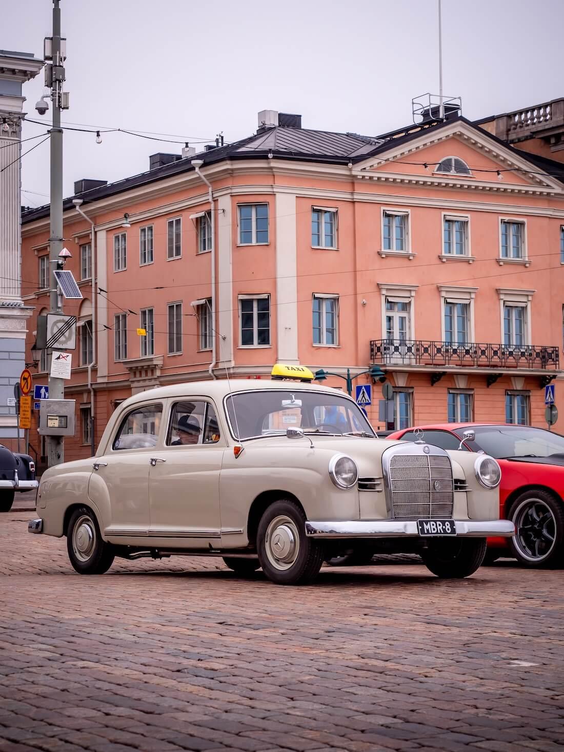 1962 MB W120 taksimersu Helsingin Kauppatorilla
