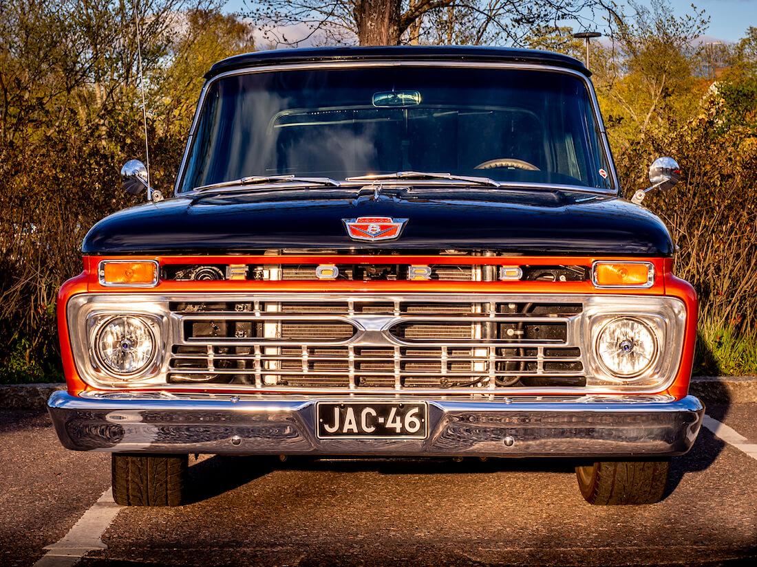1966 Ford F-100 Custom Cab pickupin keula