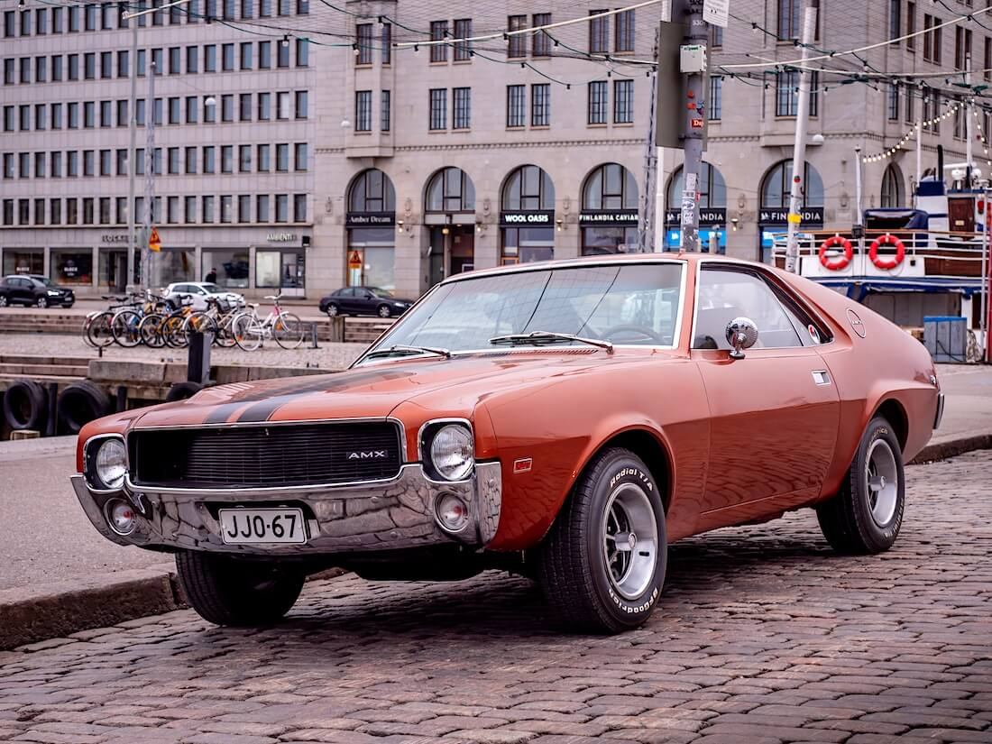Ruskea 1968 AMC AMX 390cid Helsingissä