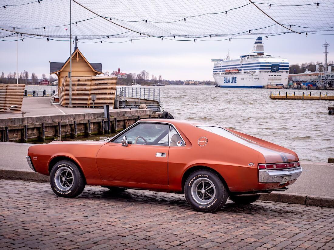1968 AMC AMX meren rannalla
