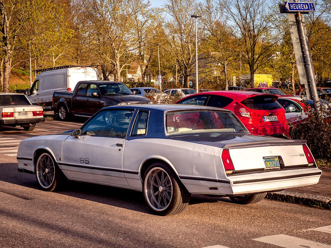 1986 Chevrolet Monte Carlo SS parkkipaikalla