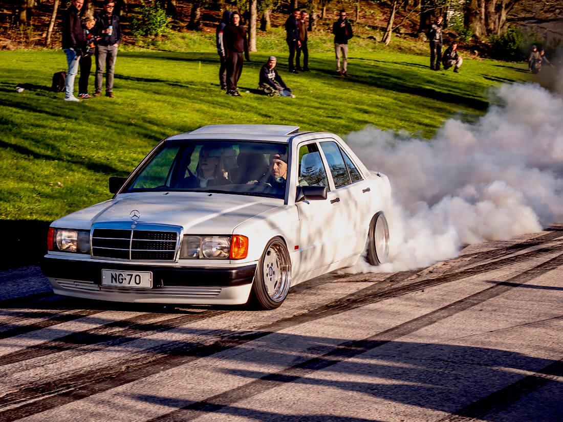 1990 Mercedes Benz 190E burnout