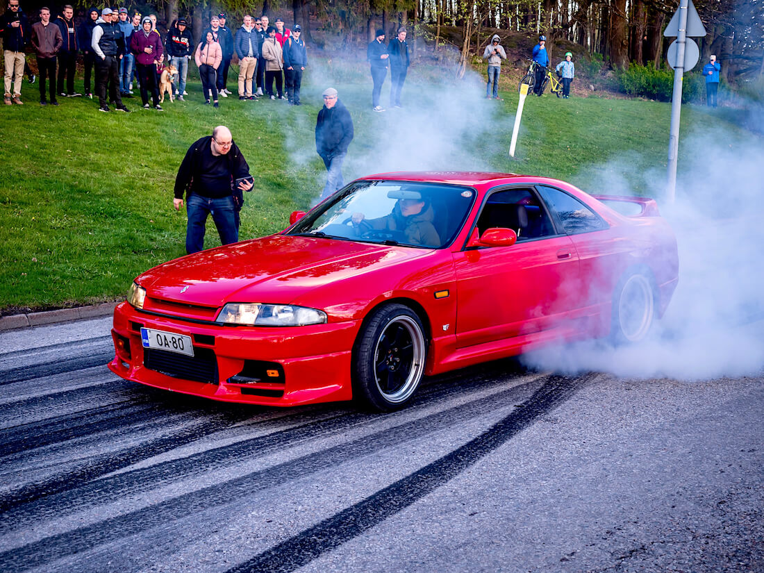 1996 Nissan Skyline burnout