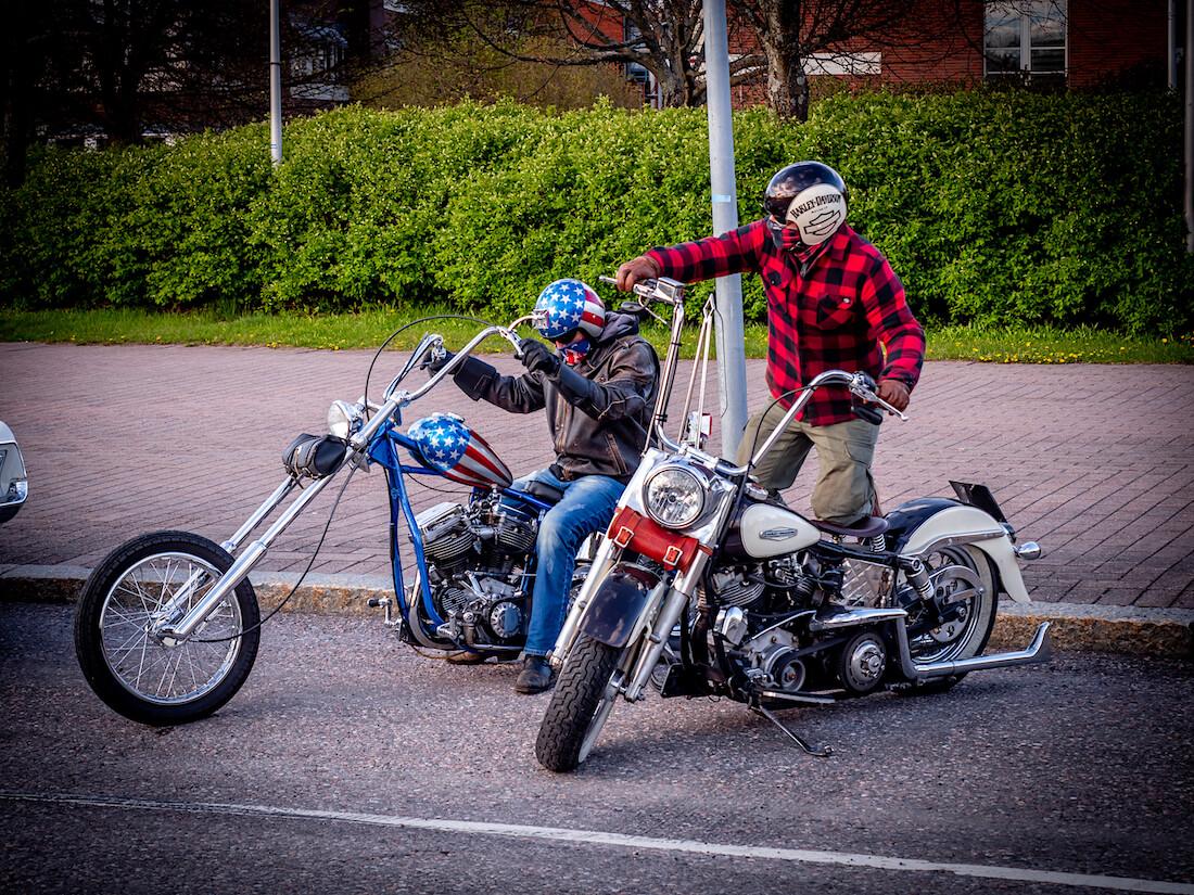 Harley Davidson moottoripyöriä Vantaan cruising-tapahtumassa