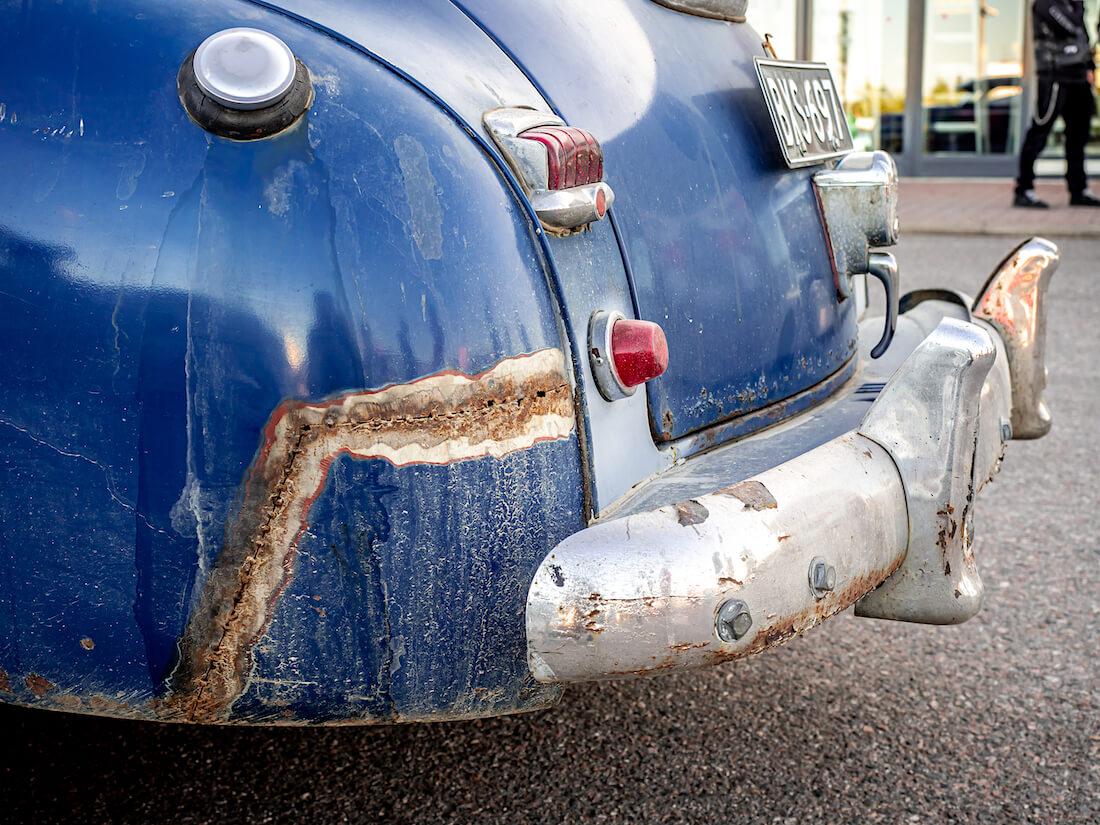 1948 Plymouth Business coupen hitsaamalla korjattu lokasuoja