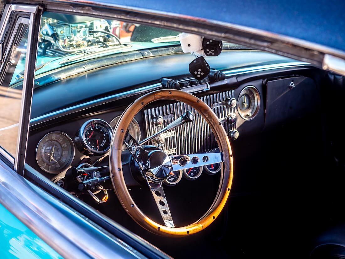 1953 Buick Special Riviera lisämittarit ja kojelauta