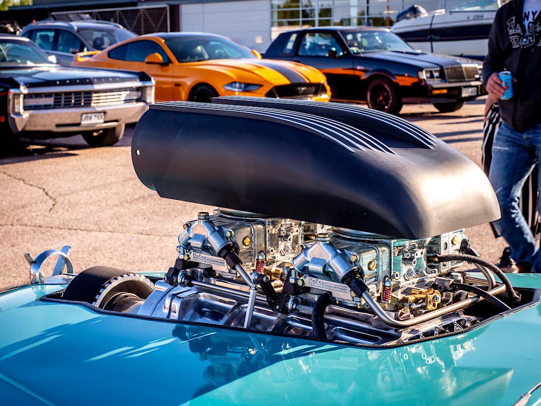 1953 Buick Special Riviera Holley kaasuttimet ja remmiahdin