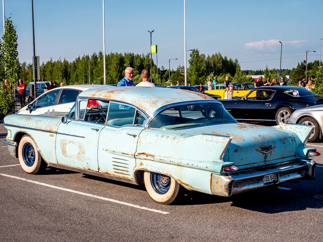Patinoitunut 1958 Cadillac Series 62 deville