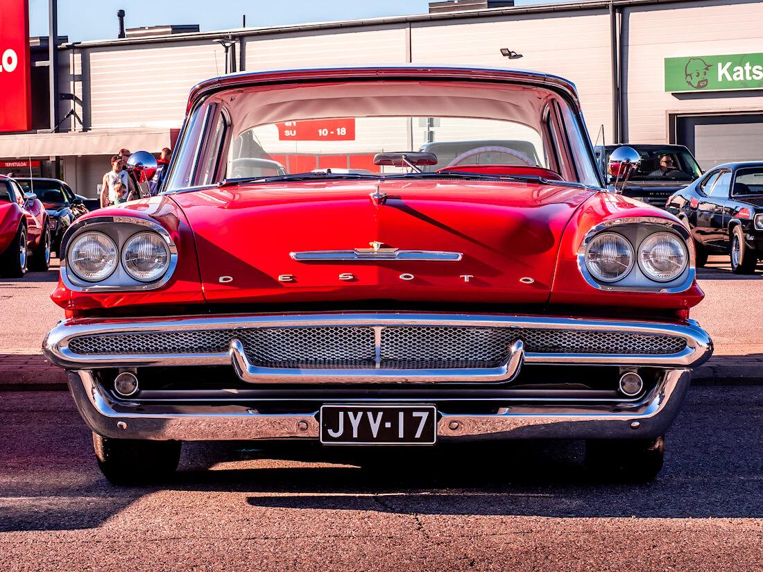 1958 DeSoto Firedome 4d Sedan 361cid V8 jenkkiauton keula
