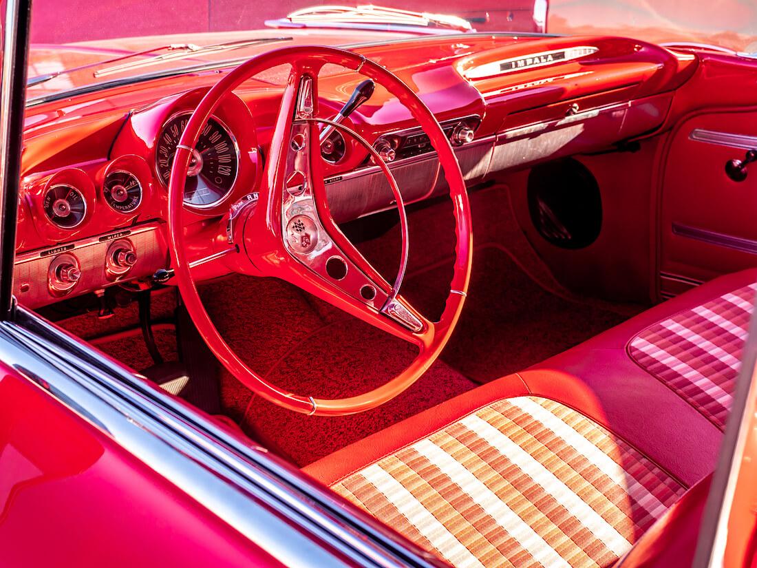 1959 Chevrolet Impala jenkkiauton punainen sisusta