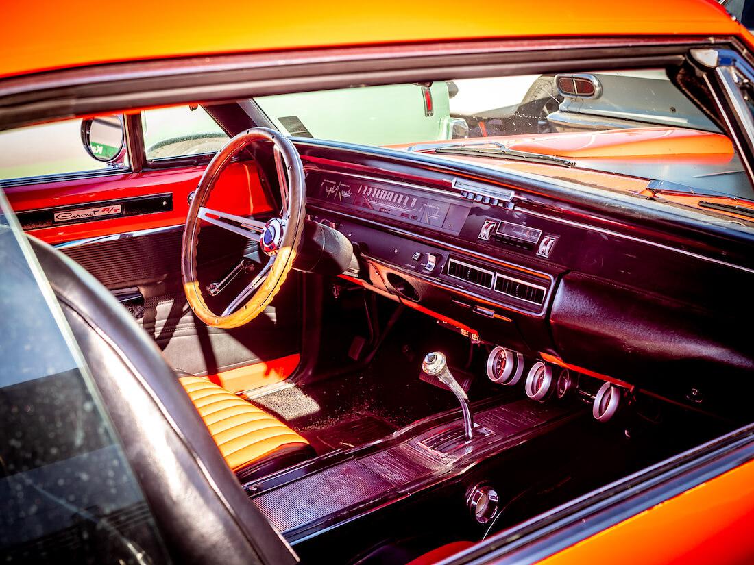 1968 Dodge Coronet 440 R/T Mopar jenkkiauton sisusta