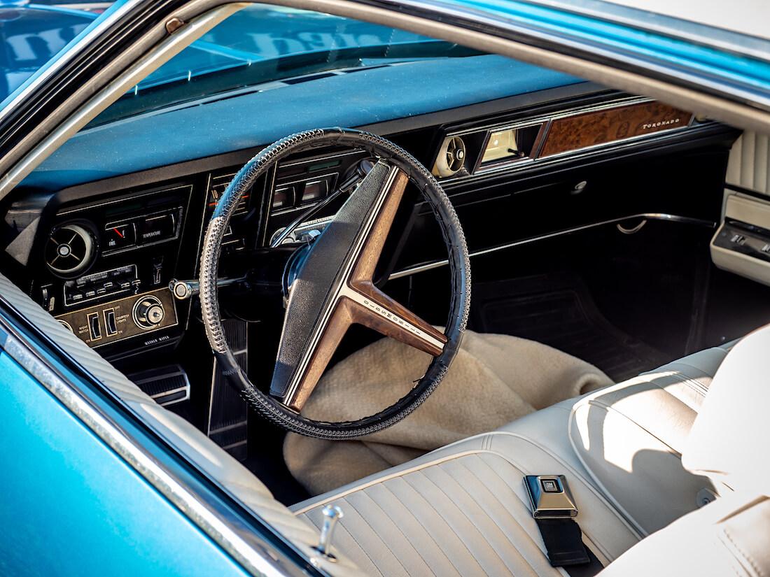 1970 Oldsmobile Toronadon sisusta ja kojelauta