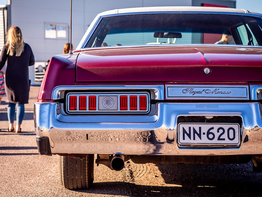 1976 Dodge Royal Monaco 440cid yksityiskohta takaa