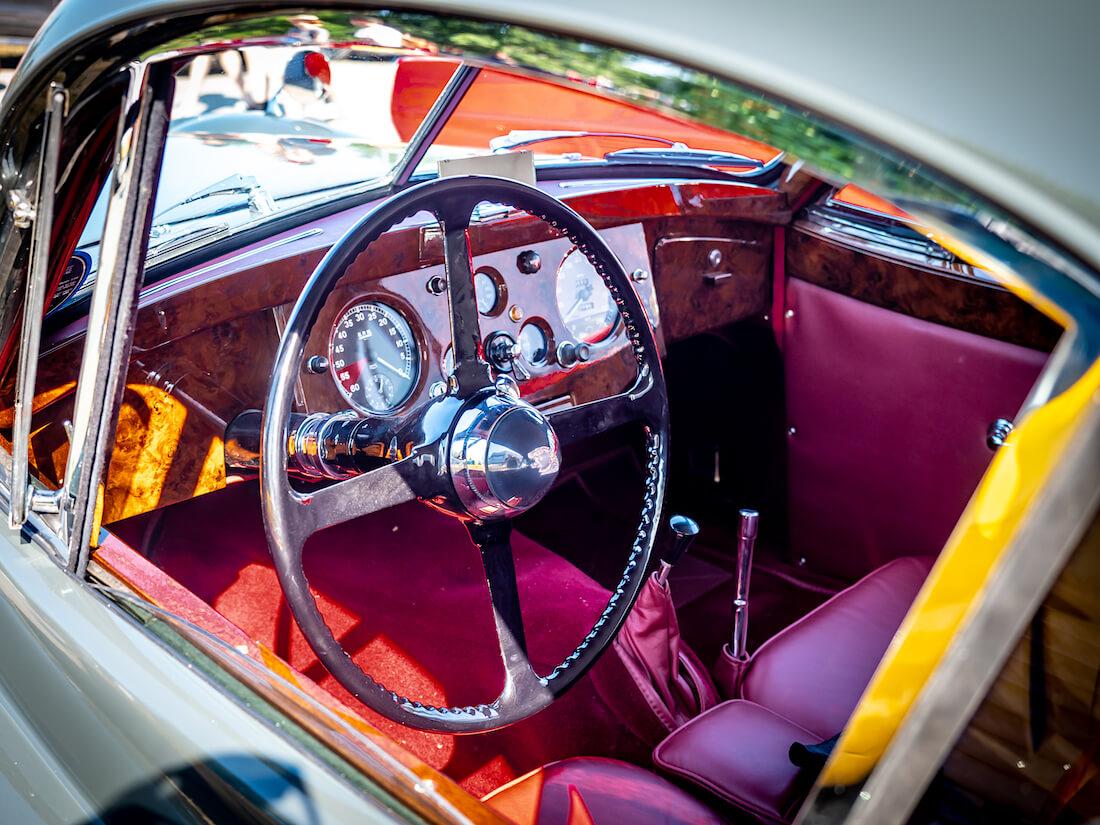 1953 Jaguar XK120 SE ratti ja kojelauta